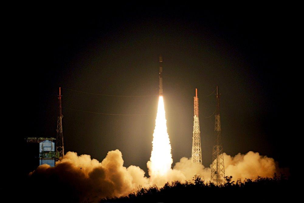 پرتاب موفقیتآمیز دو ماهواره سنجشی انگلیس به مدار زمین توسط هند