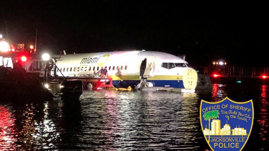 سقوط یک فروند هواپیمای مسافربری بوئینگ 737 در رودخانه ای در فلوریدا