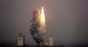 چین برای اولین بار از دریا یک موشک را به فضا پرتاب کرد