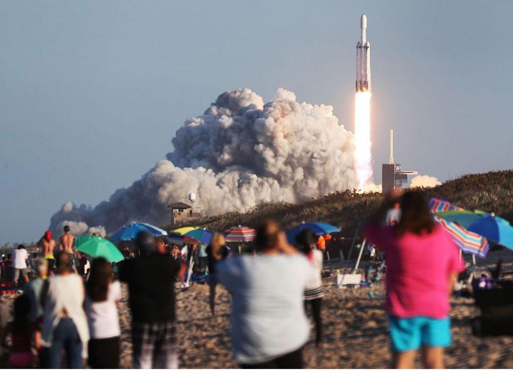 شرکت SapceX خود را برای سومین پرتاب موشک کلاس سنگین Falcon آماده میکند
