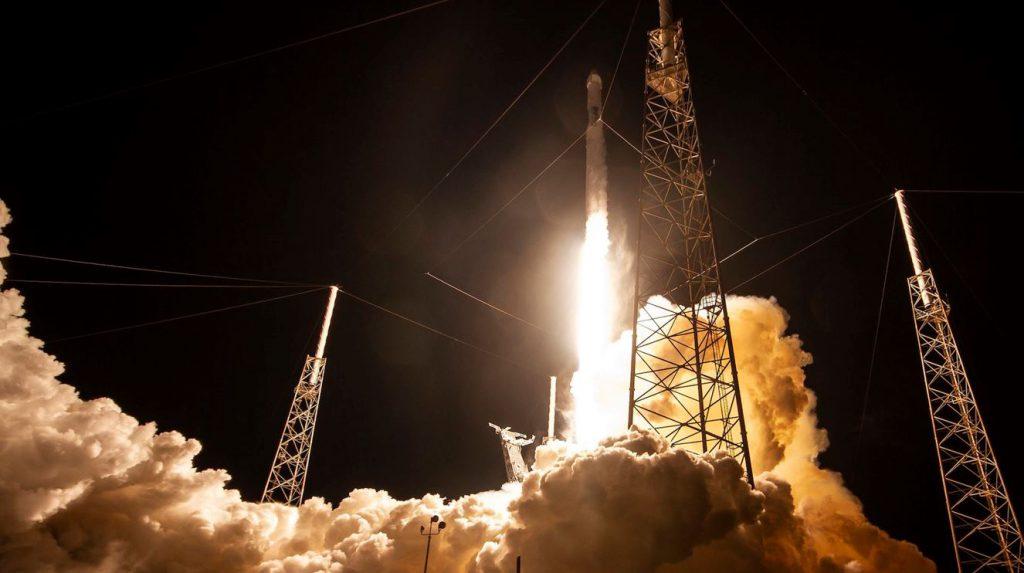 اسپیسایکس 60 ماهواره ارائهکننده اینترنت را به کمک موشک فالکون9به فضا فرستاد
