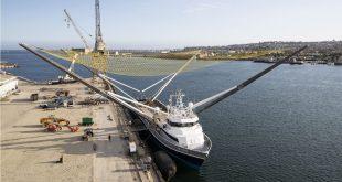 گرفتن فیرینگ موشک اسپیس ایکس با قایق برای نخستین بار در تاریخ فضا
