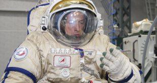 """فرمانده ناو سایوز-۱۵ آموزش کار با لباس فضایی """"اورلان"""" را با موفقیت به پایان رساند"""