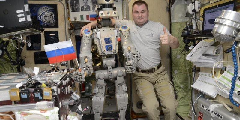 بازگشت کپسول بدون سرنشین Soyuz همراه با روبات انساننما به زمین