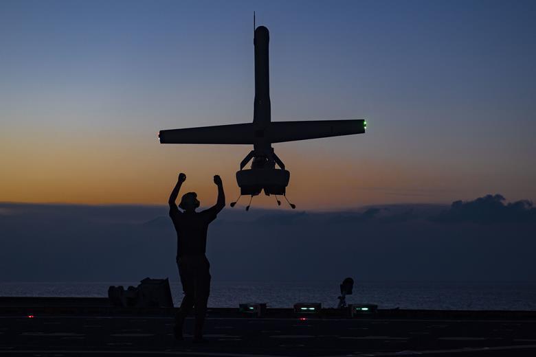 نیروی دریایی ایالاتمتحده به دنبال پهپاد های کوچک کشتی-نشین